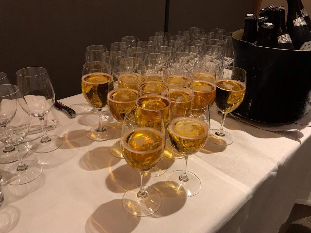 アルコール用の長いグラス